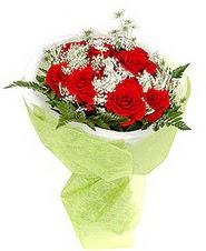 Düzce uluslararası çiçek gönderme  7 adet kirmizi gül buketi tanzimi