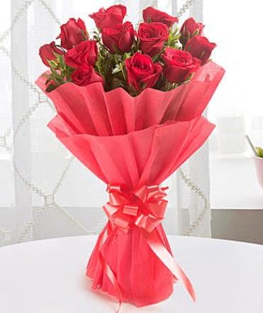 12 adet kırmızı gülden modern buket  Düzce çiçek siparişi vermek