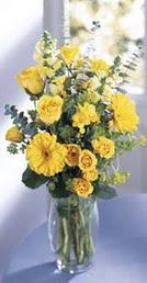 Düzce yurtiçi ve yurtdışı çiçek siparişi  sari güller ve gerbera cam yada mika vazo