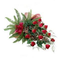 Düzce yurtiçi ve yurtdışı çiçek siparişi  10 adet kirmizi gül özel buket çiçek siparisi
