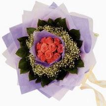 12 adet gül ve elyaflardan   Düzce hediye sevgilime hediye çiçek
