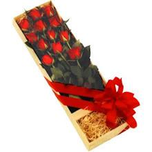 kutuda 12 adet kirmizi gül   Düzce çiçek siparişi vermek