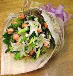 Düzce çiçek servisi , çiçekçi adresleri  11 ADET GÜL VE 1 ADET KAZABLANKA