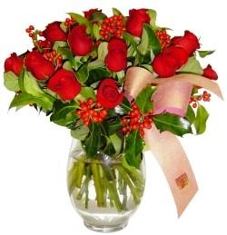 Düzce hediye sevgilime hediye çiçek  11 adet kirmizi gül  cam aranjman halinde
