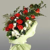 Düzce 14 şubat sevgililer günü çiçek  11 adet kirmizi gül buketi sade haldedir