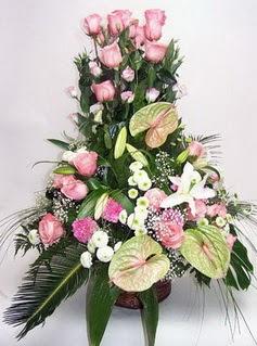 Düzce 14 şubat sevgililer günü çiçek  özel üstü süper aranjman