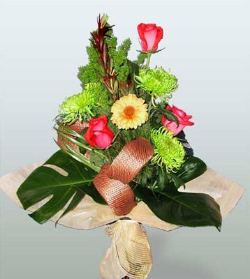 Düzce 14 şubat sevgililer günü çiçek  3 adet gül 4 adet gerbera çiçegi sade buket