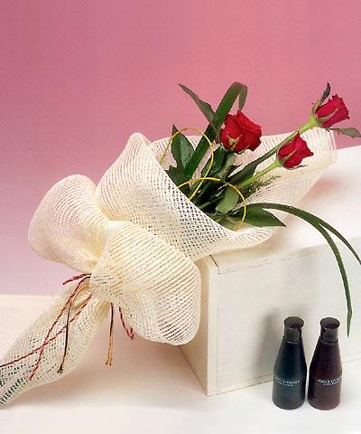 3 adet kalite gül sade ve sik halde bir tanzim  Düzce kaliteli taze ve ucuz çiçekler
