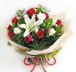 güller ve kazablanklardan görsel bir buket  Düzce çiçek servisi , çiçekçi adresleri