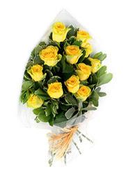 Düzce hediye çiçek yolla  12 li sari gül buketi.