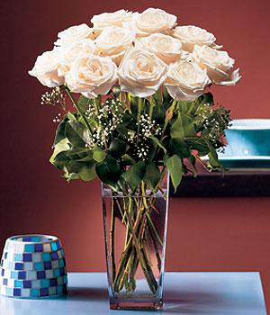 Düzce çiçek gönderme  Cam yada mika vazo içerisinde 12 gül