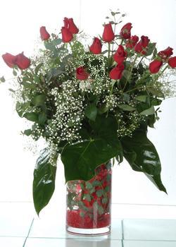 Düzce hediye çiçek yolla  11 adet kirmizi gül ve cam yada mika vazo tanzim