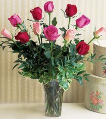 Düzce çiçek , çiçekçi , çiçekçilik  12 adet karisik renkte gül cam yada mika vazoda
