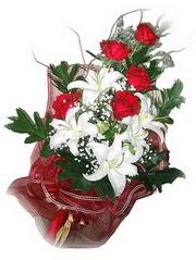 Düzce ucuz çiçek gönder  5 adet kirmizi gül 1 adet kazablanka çiçegi buketi