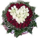 Düzce çiçek , çiçekçi , çiçekçilik  27 adet kirmizi ve beyaz gül sepet içinde