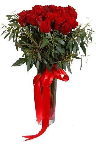 15 adet kirmizi gül cam vazo içerisinde  Düzce çiçek servisi , çiçekçi adresleri