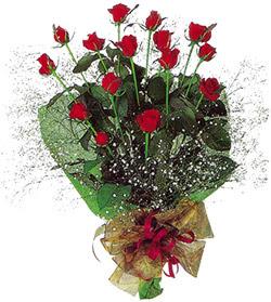 11 adet kirmizi gül buketi özel hediyelik  Düzce hediye sevgilime hediye çiçek