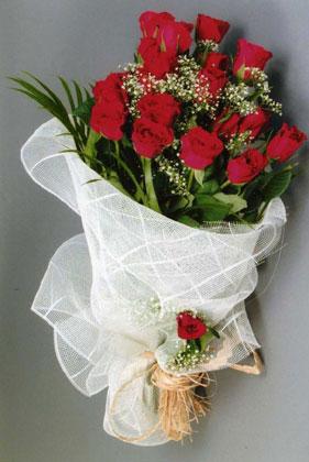 10 adet kirmizi güllerden buket çiçegi  Düzce çiçekçi mağazası