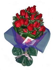 12 adet kirmizi gül buketi  Düzce yurtiçi ve yurtdışı çiçek siparişi