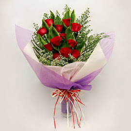çiçekçi dükkanindan 11 adet gül buket  Düzce hediye sevgilime hediye çiçek