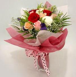Karisik renklerde 11 adet gül buketi  Düzce online çiçek gönderme sipariş