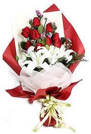 Düzce anneler günü çiçek yolla  9 adet gül 2 adet kazablanka buketi