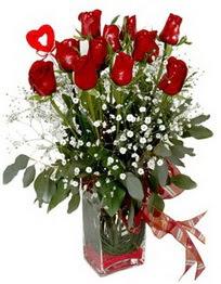 Düzce güvenli kaliteli hızlı çiçek  9 adet mika yada cam vazoda gül tanzimi kalp çubuk