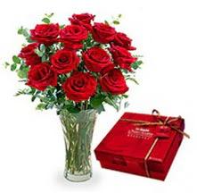 Düzce hediye sevgilime hediye çiçek  10 adet cam yada mika vazoda gül çikolata
