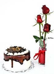 Düzce güvenli kaliteli hızlı çiçek  vazoda 3 adet kirmizi gül ve yaspasta
