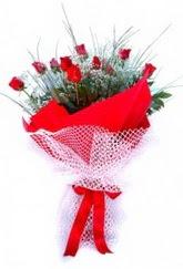 Düzce çiçekçiler  9 adet kirmizi gül buketi demeti