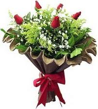 Düzce yurtiçi ve yurtdışı çiçek siparişi  5 adet kirmizi gül buketi demeti