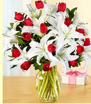 Düzce çiçek online çiçek siparişi  3 kazablanka 10 kırmızı gül vazosu