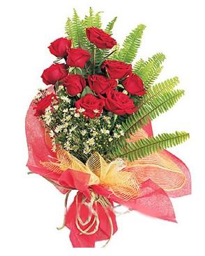 Düzce çiçekçiler  11 adet kırmızı güllerden buket modeli