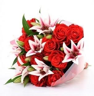 Düzce güvenli kaliteli hızlı çiçek  3 dal kazablanka ve 11 adet kırmızı gül