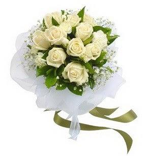Düzce çiçek siparişi sitesi  11 adet benbeyaz güllerden buket