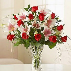 Düzce çiçek , çiçekçi , çiçekçilik  12 adet kırmızı gül 1 dal kazablanka çiçeği