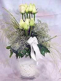 Düzce yurtiçi ve yurtdışı çiçek siparişi  9 adet vazoda beyaz gül - sevdiklerinize çiçek seçimi