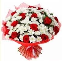 11 adet kırmızı gül ve beyaz kır çiçeği  Düzce çiçek servisi , çiçekçi adresleri
