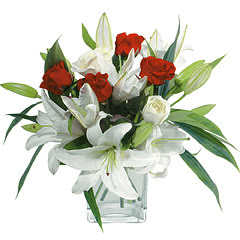 vazo içerisinde 4 gül 1 adet kazablanka  Düzce yurtiçi ve yurtdışı çiçek siparişi