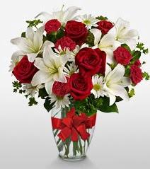 Eşsiz vazo tanzimi güller kazablankalar  Düzce yurtiçi ve yurtdışı çiçek siparişi