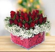 15 kırmızı gülden kalp mika çiçeği  Düzce cicekciler , cicek siparisi