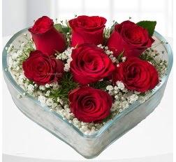 Kalp içerisinde 7 adet kırmızı gül  Düzce çiçek satışı