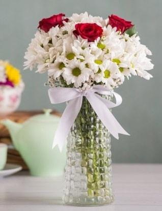 Papatya Ve Güllerin Uyumu camda  Düzce internetten çiçek siparişi