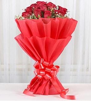 12 adet kırmızı gül buketi  Düzce anneler günü çiçek yolla